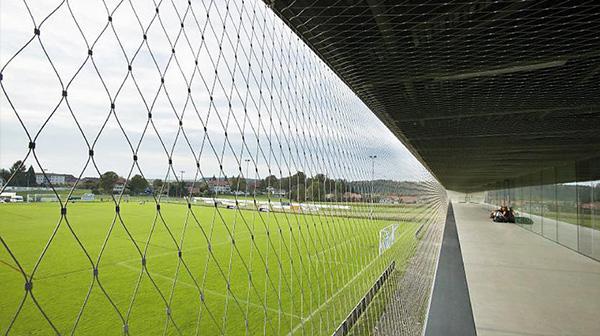 Những loại lưới chắn bóng đá phổ biến nhất trên thị trường hiện nay