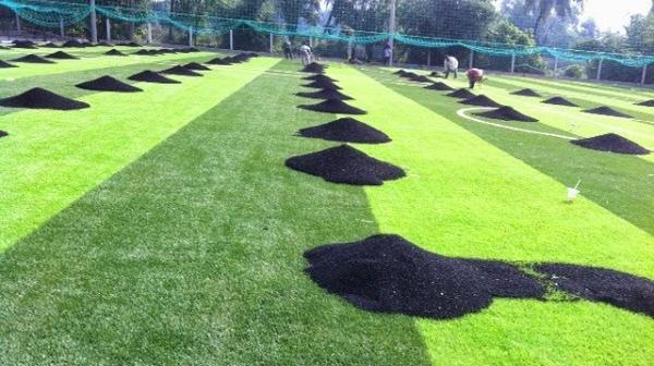Những loại hạt cao su dùng cho sân bóng cỏ nhân tạo